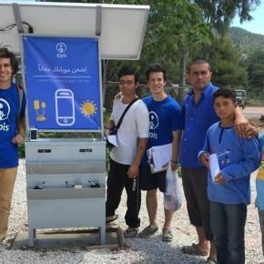 Telefoonoplaadpunten op zonne-energie voor vluchtelingen