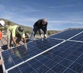 Onderzoek: laat consument energiebelasting in schone energie investeren